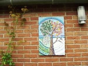 boom aan de muur